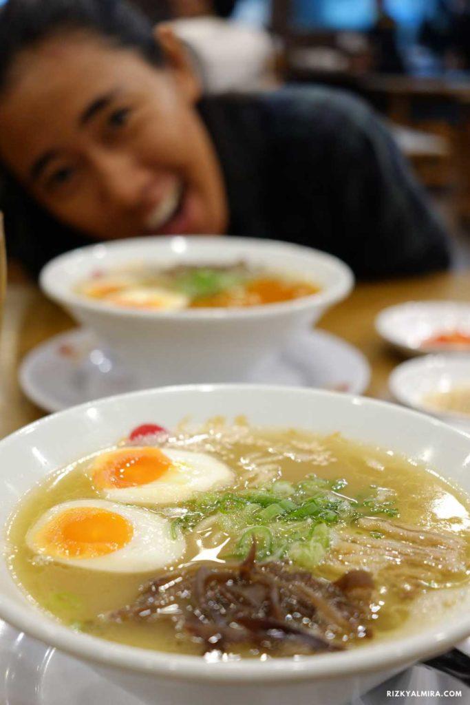 Makan ramen di Hakata Ikkousha. Dokumentasi pribadi Rizky Almira